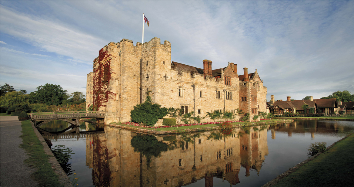 Hever-Castle-and-moat.jpg-1